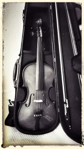 Still waiting patiently, the violin waits.